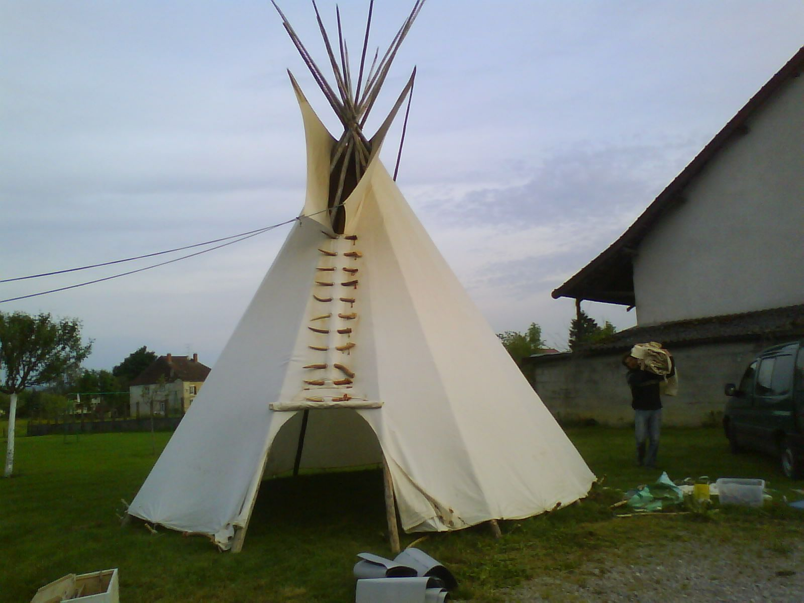 construction d un tipi. Black Bedroom Furniture Sets. Home Design Ideas